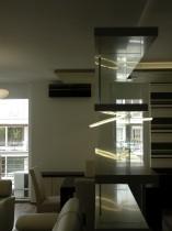 Térelválasztó üvegpolc lebegő corianlapokkal