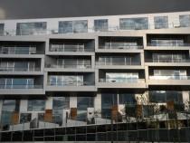 nyolcast formázó épület homlokzata