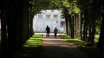 csónakház a királyi palota kertjében